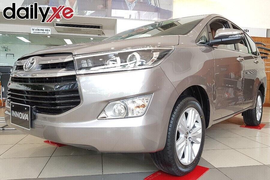 Toyota Innova - Hình 2