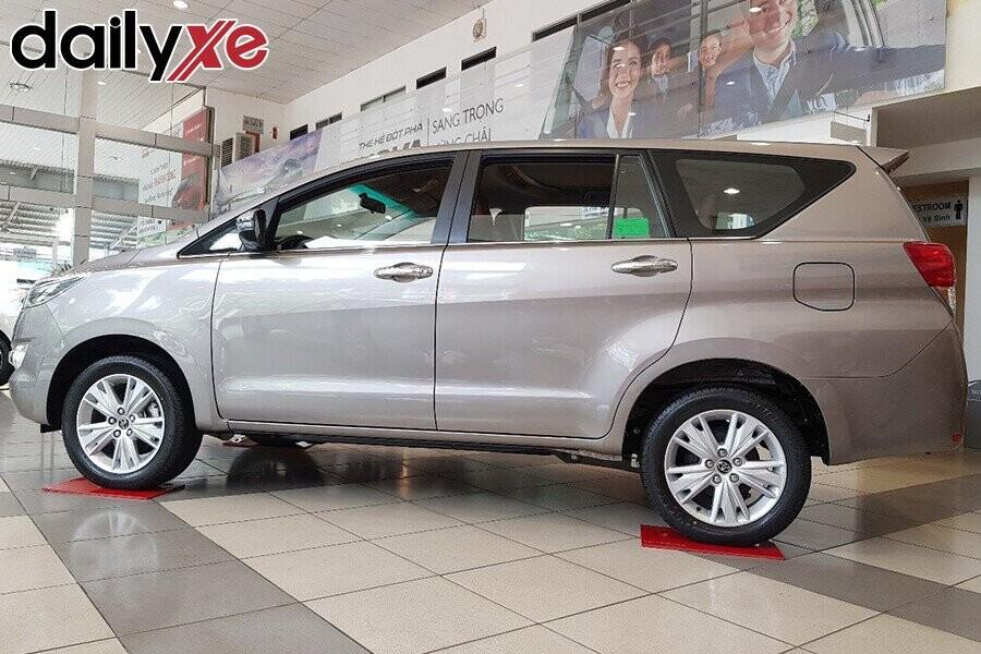 Toyota Innova - Hình 3