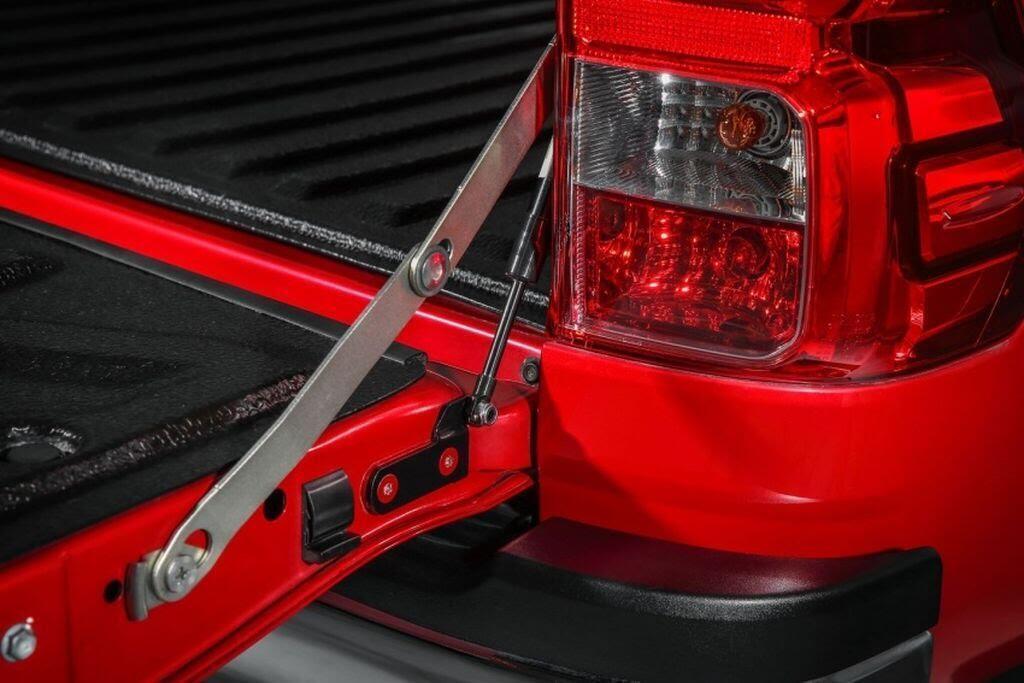 Toyota Malaysia tung loạt phụ kiện mới cho Hilux và Sienta - Hình 7