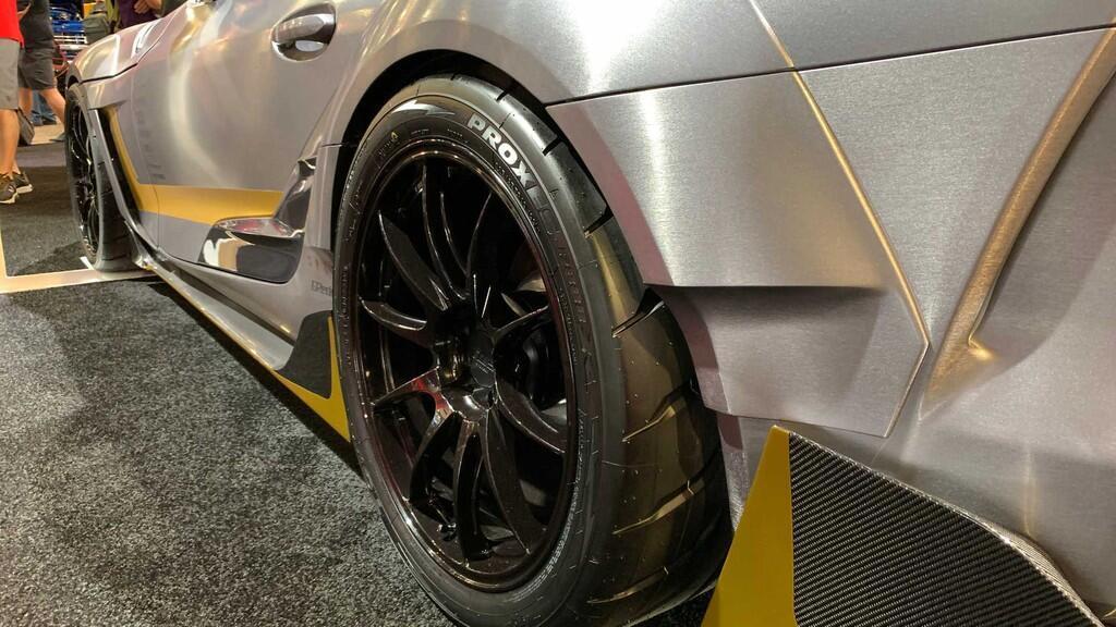 Toyota Supra độ thân rộng lấy cảm hứng từ xe đua đời 1994