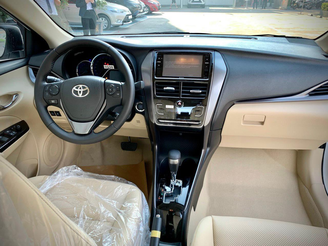 toyota-vios-2021-ve-dai-ly-quyet-dau-honda-city-2021