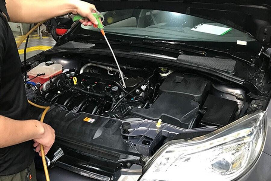 Rửa động cơ xe đúng cách
