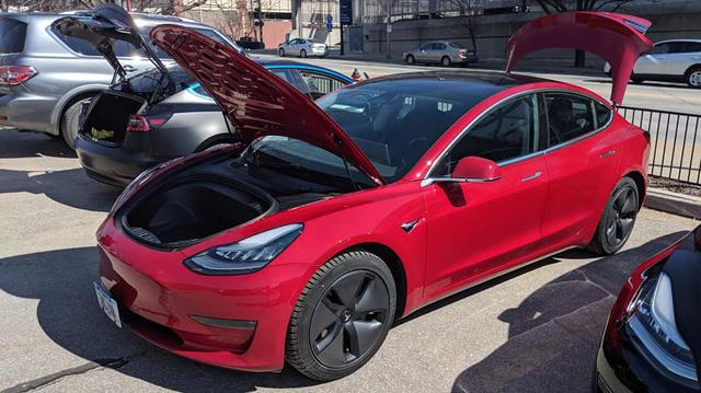 Triển lãm xe hiếm hoi tổ chức mùa Covid-19 nhưng cấm Tesla, fan cuồng tự làm