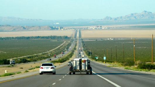 Tự lái Infiniti G37 xuyên qua sa mạc Nevada, nước Mỹ - Hình 1