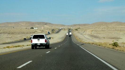 Tự lái Infiniti G37 xuyên qua sa mạc Nevada, nước Mỹ - Hình 10