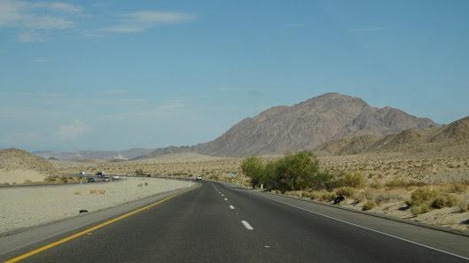 Tự lái Infiniti G37 xuyên qua sa mạc Nevada, nước Mỹ - Hình 23
