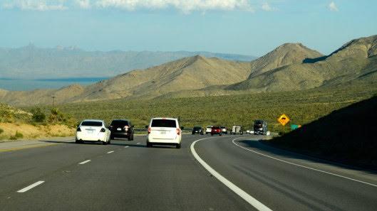 Tự lái Infiniti G37 xuyên qua sa mạc Nevada, nước Mỹ - Hình 26