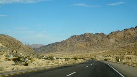 Tự lái Infiniti G37 xuyên qua sa mạc Nevada, nước Mỹ - Hình 28