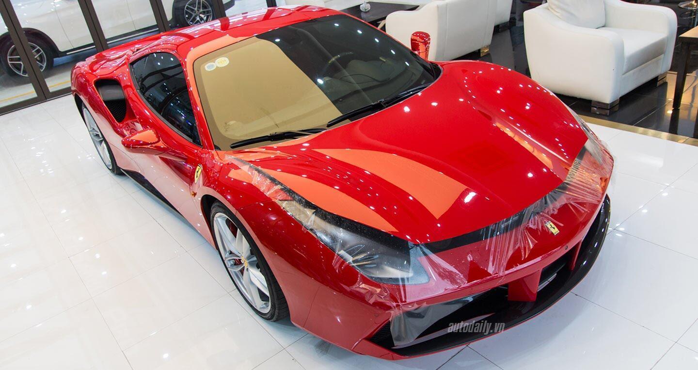 """Tuấn Hưng chi hơn 100 triệu đồng """"làm đẹp"""" siêu xe Ferrari 488 GTB - Hình 1"""