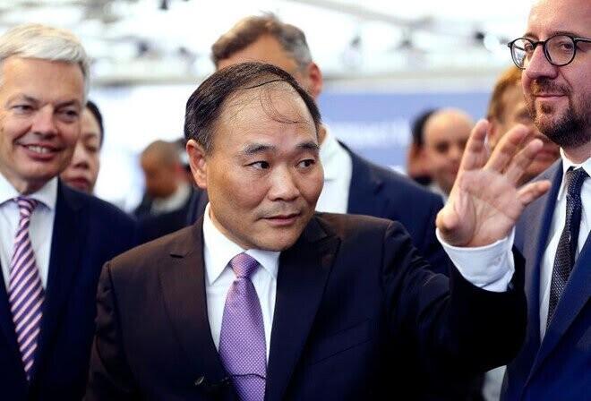 Tỷ phú Trung Quốc thâu tóm 9 tỷ USD cổ phần trong Daimler - Hình 2