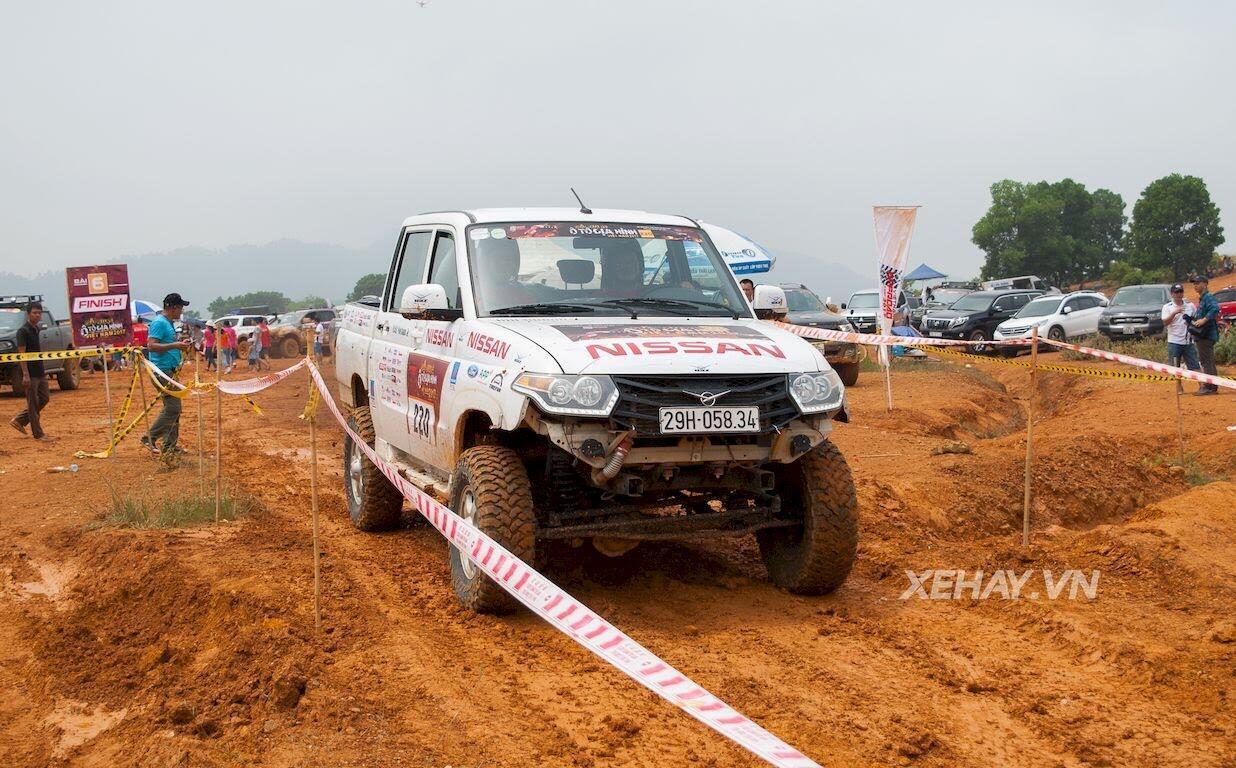 UAZ Pickup trổ tài vượt hố bùn lầy lội tại VOC 2017 - Hình 9