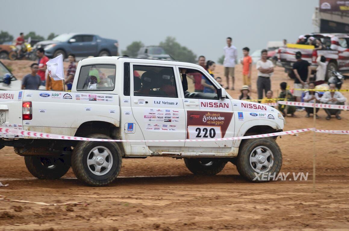 UAZ Pickup trổ tài vượt hố bùn lầy lội tại VOC 2017 - Hình 11