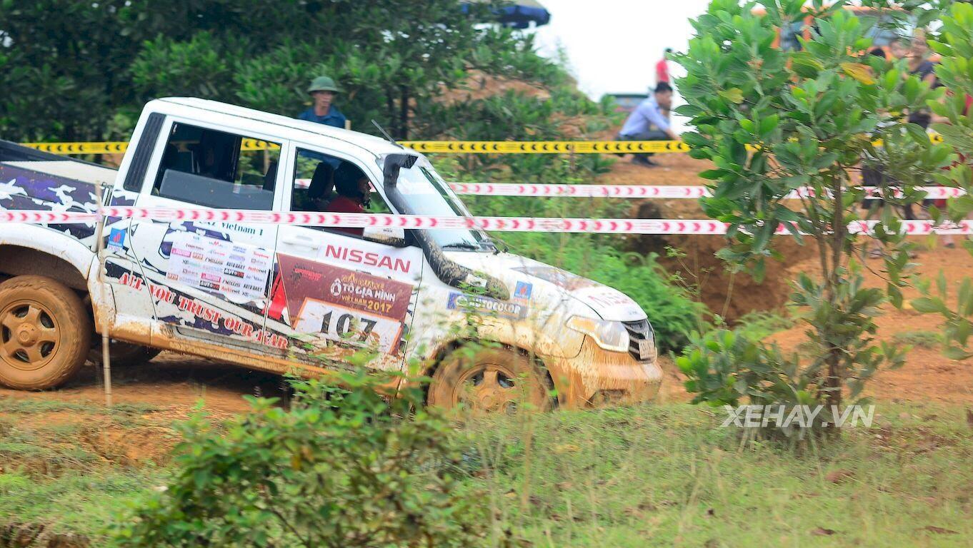 UAZ Pickup trổ tài vượt hố bùn lầy lội tại VOC 2017 - Hình 14