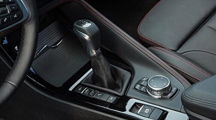 Hộp số 8 cấp Steptronic cũng giúp nâng cao hiệu quả và tính năng động của BMW X1