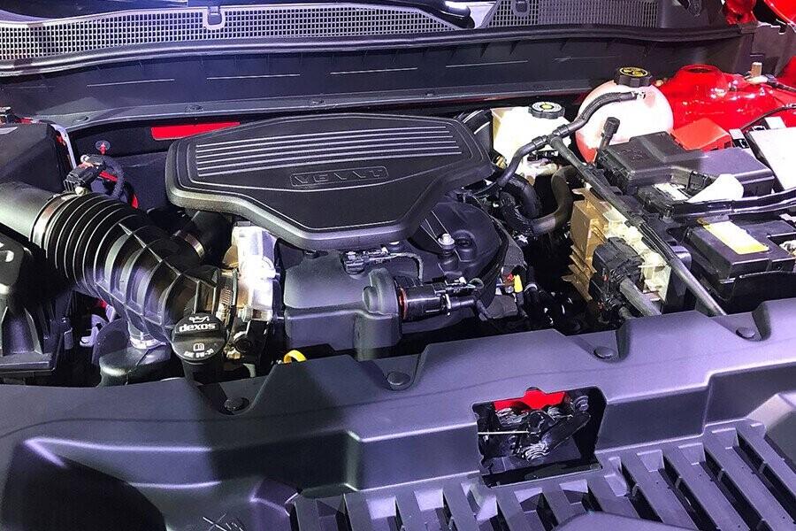 Động cơ V6 vận hành mạnh mẽ