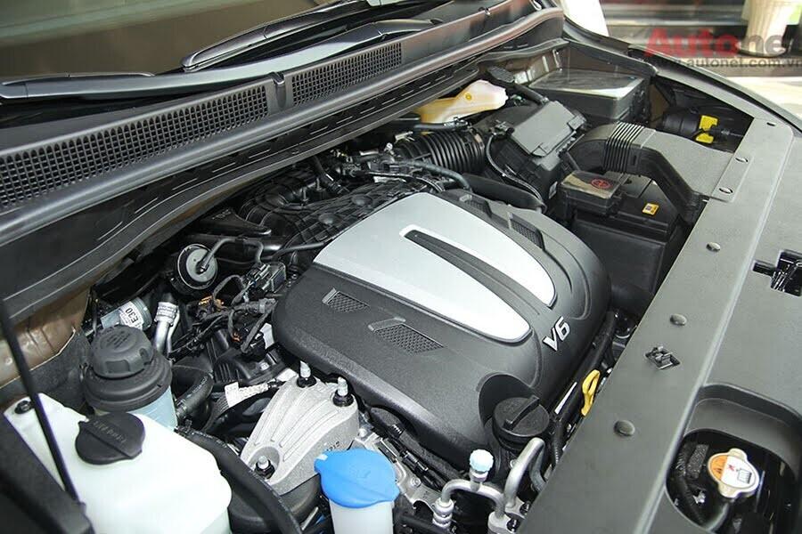 Động cơ xăng Lambda 3.3L mạnh mẽ