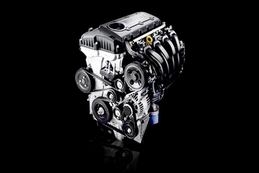 Động cơ xăng 2.4L với công suất :174 hp/6000 rpm, momen xoắn: 227Nm/3750 rpm