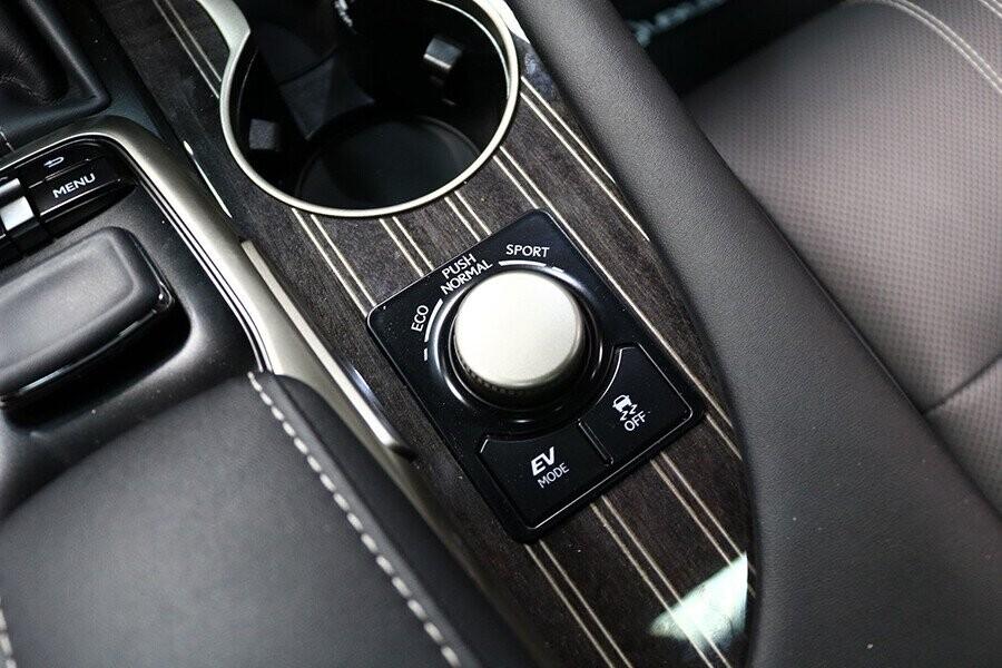 Chế độ lái được tích hợp trên xe như: Eco, Normal, Sport (S/S+)