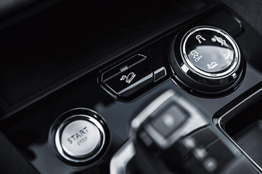 Tự động điều chỉnh chế độ lái đế đáp ứng ngay tức khi yêu cầu của người lái như các chế độ Bùn, Cát và Tuyết