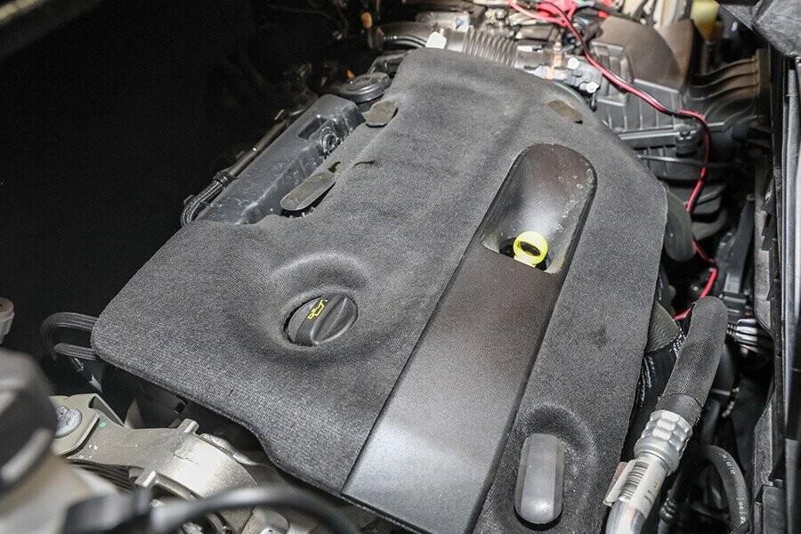 Động cơ Diesel vận hành mạnh mẽ