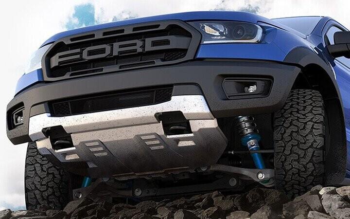 Hệ thống treo kiểu xe đua địa hình của Raptor được chế tạo đặc biệt để chinh phục những địa hình khắc nghiệt nhất