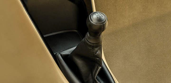 Số sàn 5 cấp/5MT, có cơ chế hoạt động ưu việt giúp xe vận hành êm ái, tăng tốc mượt m