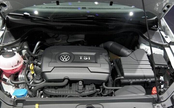 Xe được trang bị động cơ xăng, 4 xy lanh thẳng hàng DOHC