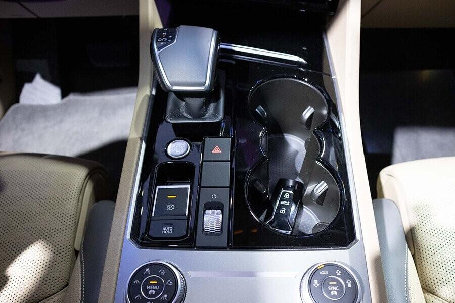 Xe sử dụng hộp số tự động 8 cấp Tiptronic