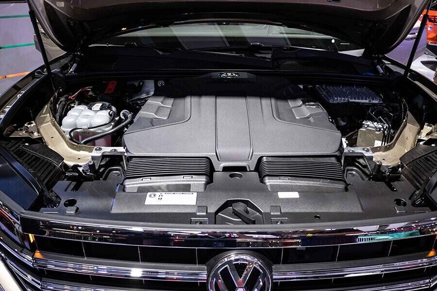 Xe sử dụng loại động cơ xăng V6, công nghệt FSI