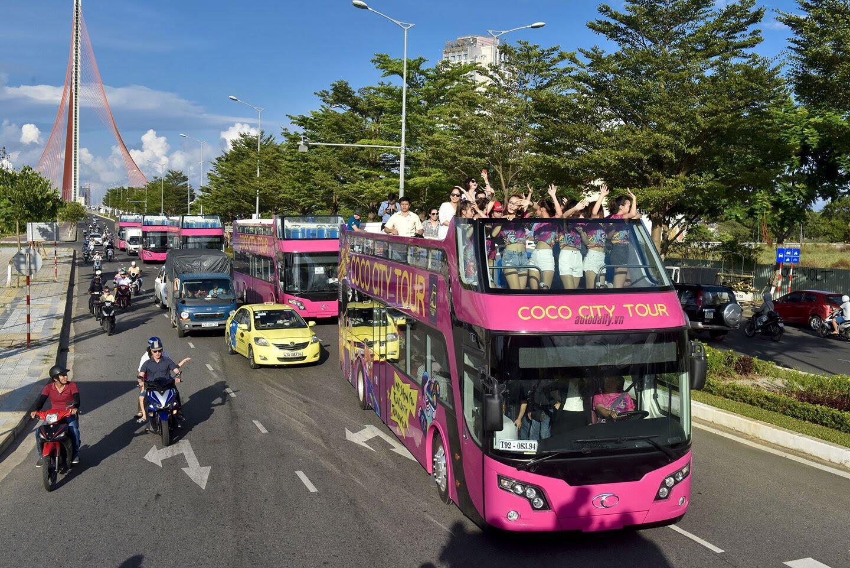 """Vào Đà Nẵng, """"cưỡi"""" xe bus 2 tầng giá 6 tỷ của Thaco - Hình 6"""