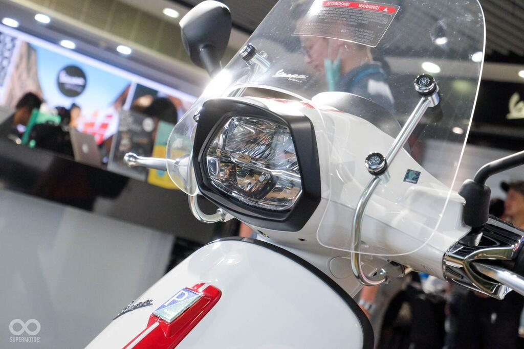 vespa-sprint-150-va-gts-300-phien-ban-dac-biet-lay-cam-hung-tu-xe-dua