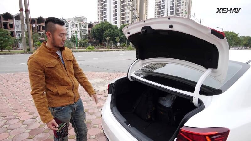 [VIDEO] Chi tiết xe KIA Cerato 2019 bản 1.6 Deluxe giá 635 triệu - Hình 6