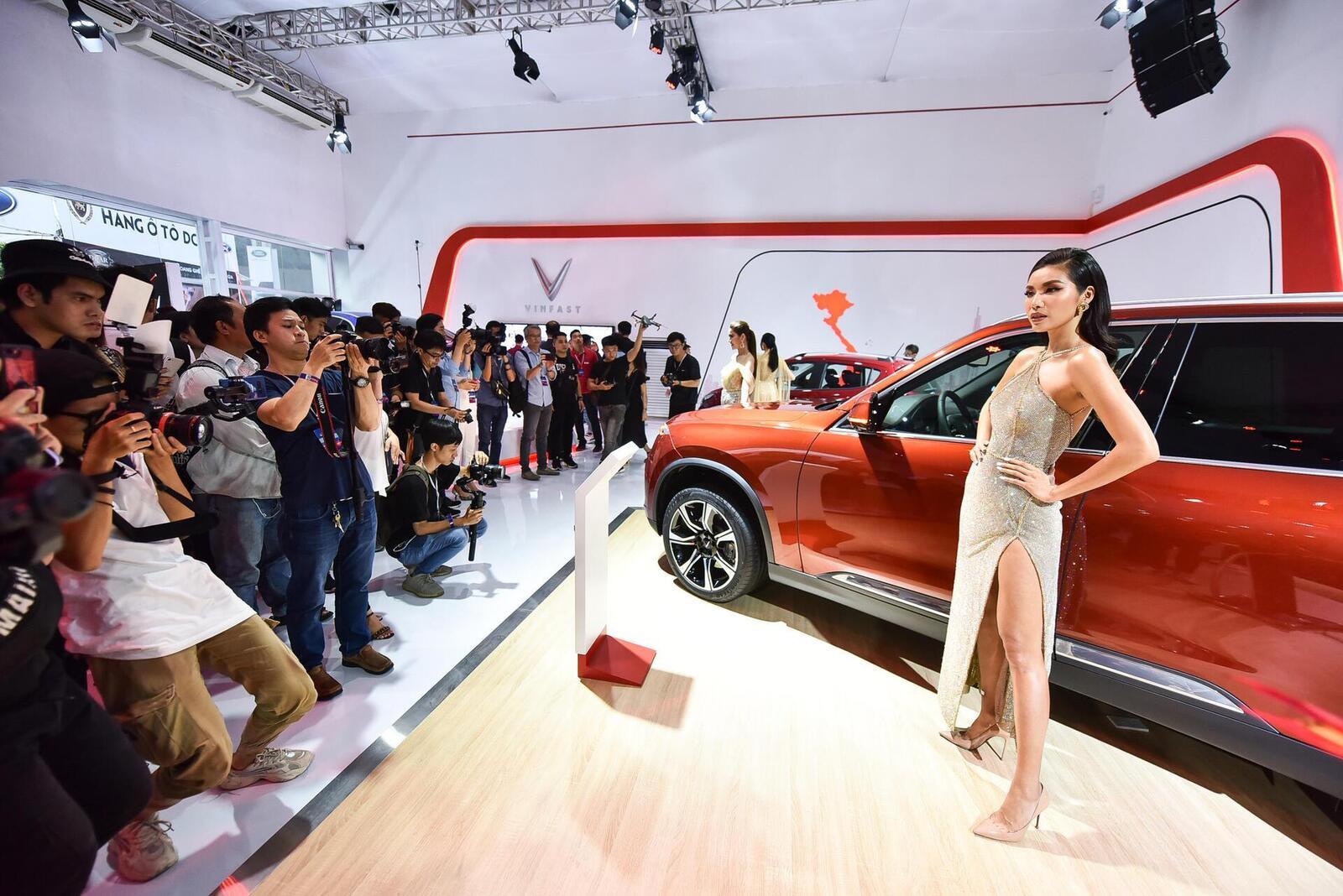 VinFast đã giao xe bản thương mại từ tháng 7 nhưng những mẫu xe của hãng vẫn thu hút được sự quan tâm đặc biệt tại Vietnam Motor Show 2019 tại TP.HCM. Đây là lần đầu người dân TP.HCM được xem và trải nghiệm trực tiếp mẫu xe thương hiệu Việt này.
