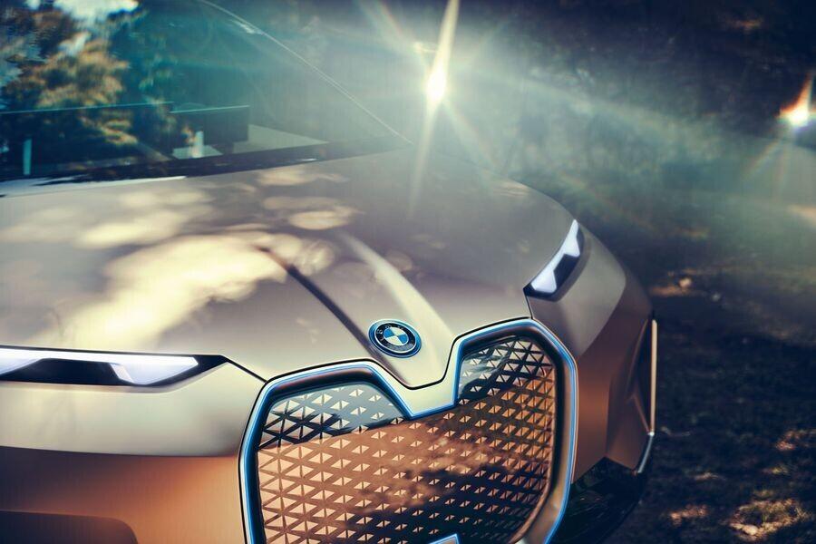 Vison iNext concept - SUV điện tương lai của BMW chính thức được vén màn - Hình 9