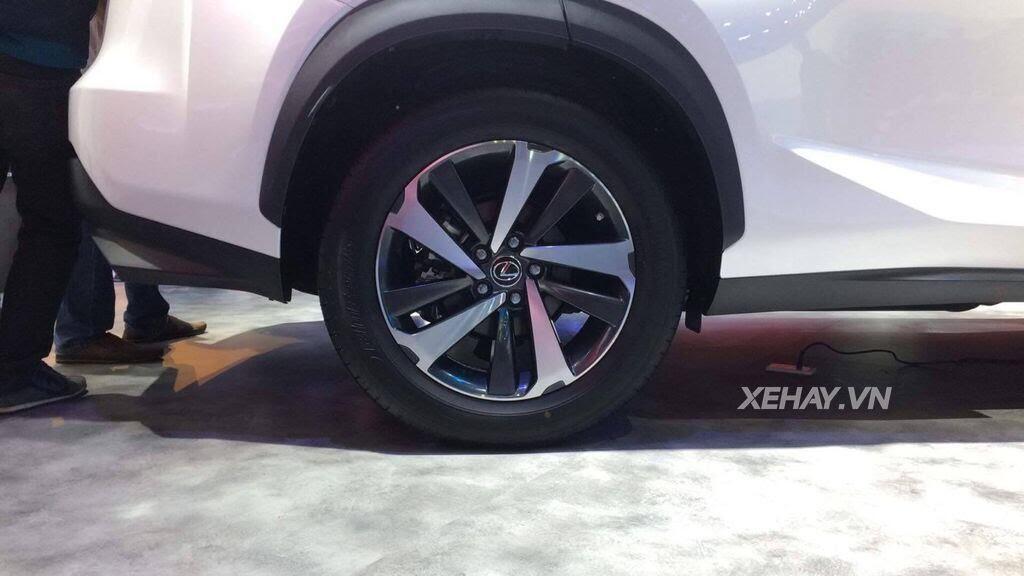 [VMS 2017] Chiêm ngưỡng vẻ đẹp khỏe khoắn, hiện đại của Lexus NX300 2018 - Hình 4