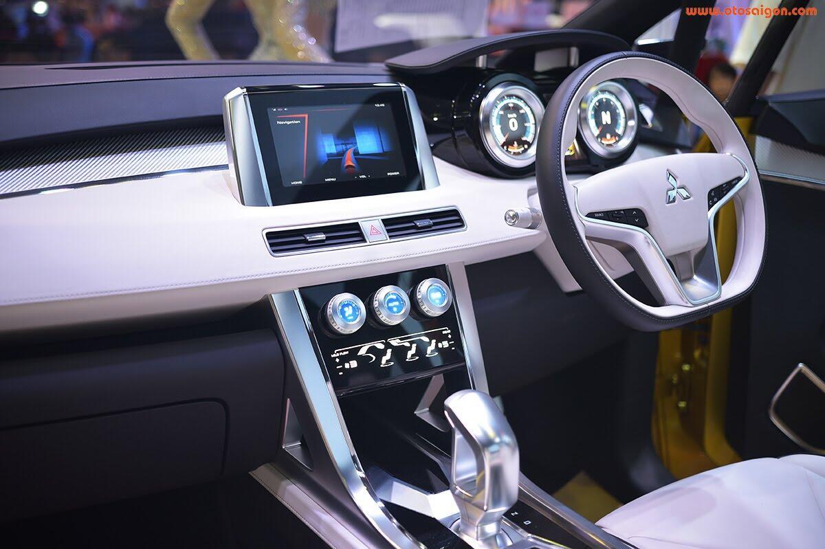 [VMS 2017] Mitsubishi trình làng XM Concept - xe SUV lai MPV - Hình 8