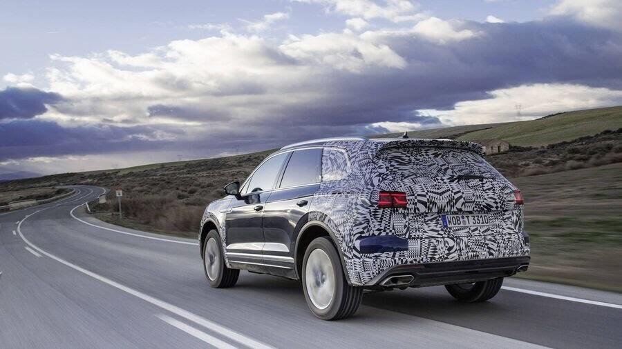 Volkswagen công bố hình ảnh nội thất của Touareg 2019 - Hình 2