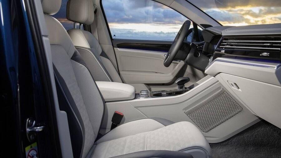 Volkswagen công bố hình ảnh nội thất của Touareg 2019 - Hình 3