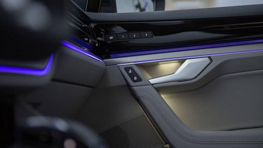 Volkswagen công bố hình ảnh nội thất của Touareg 2019 - Hình 4