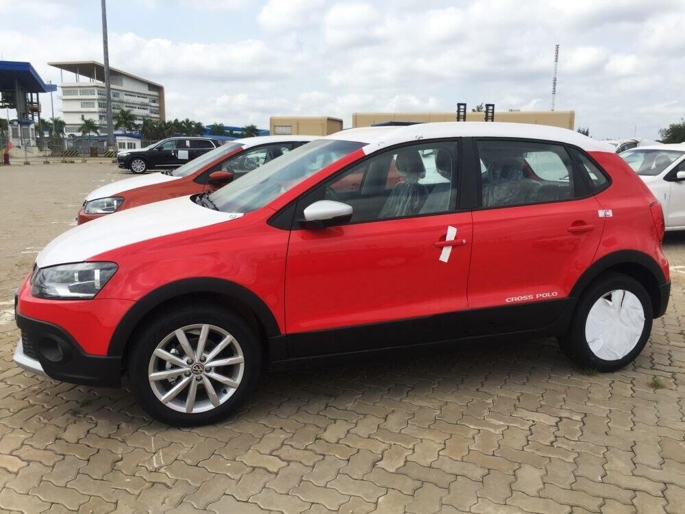 Volkswagen Cross Polo đỏ hồng tươi và Beetle Dune Socola - Hình 1