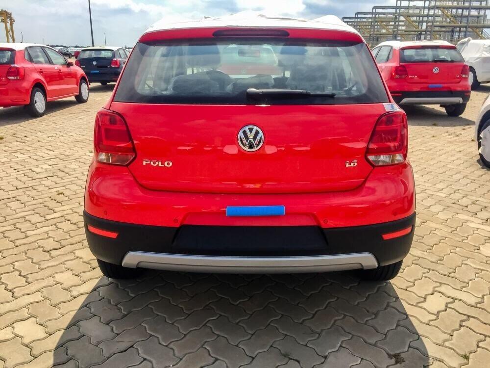 Volkswagen Cross Polo đỏ hồng tươi và Beetle Dune Socola - Hình 2
