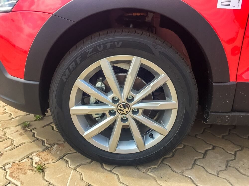 Volkswagen Cross Polo đỏ hồng tươi và Beetle Dune Socola - Hình 3