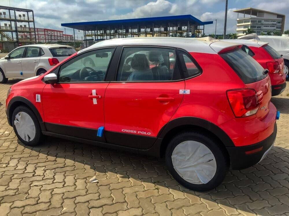 Volkswagen Cross Polo đỏ hồng tươi và Beetle Dune Socola - Hình 4