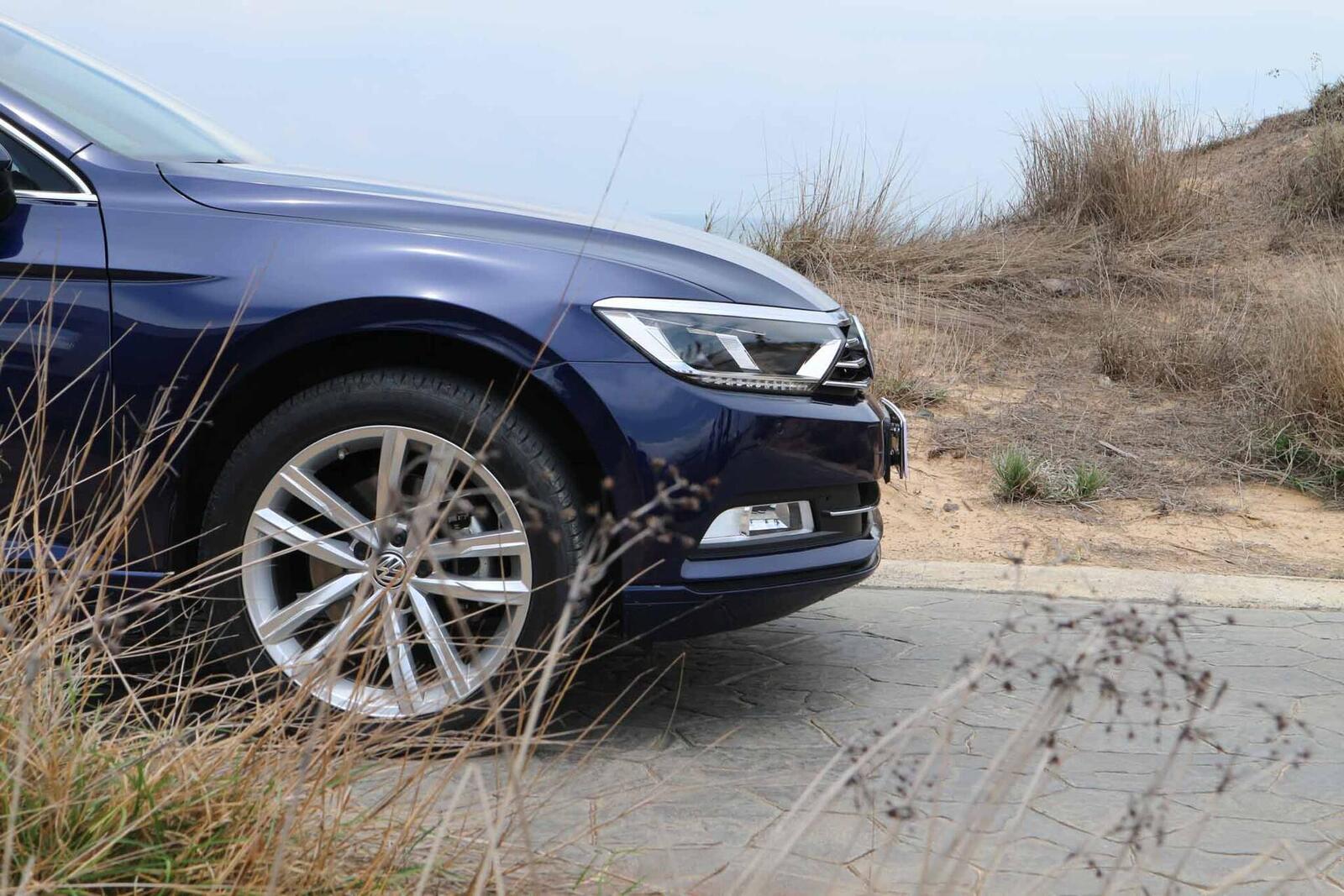 Volkswagen Passat Bluemotion: Lựa chọn xe Đức duy nhất trong phân khúc - Hình 10
