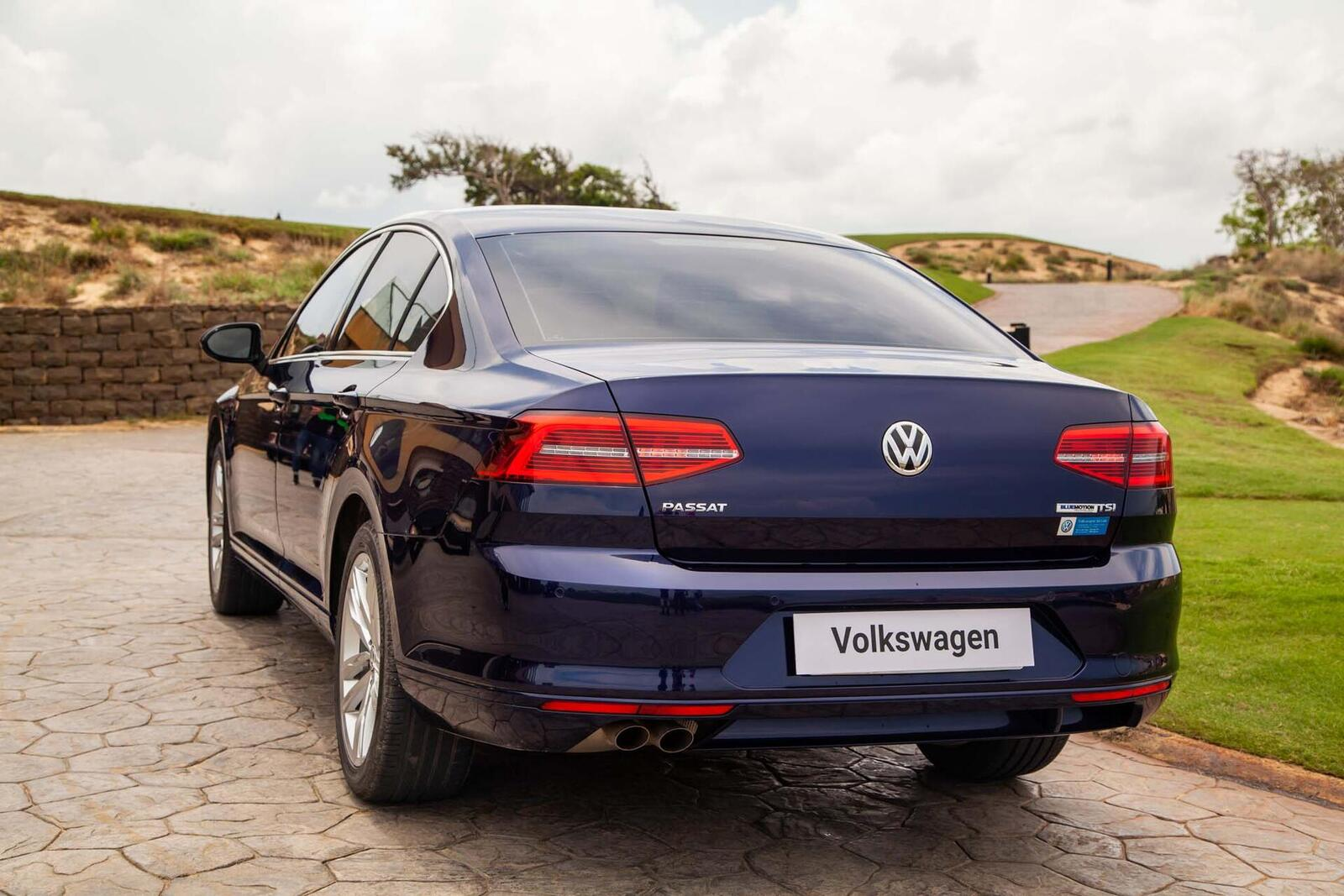 Volkswagen Passat Bluemotion: Lựa chọn xe Đức duy nhất trong phân khúc - Hình 12