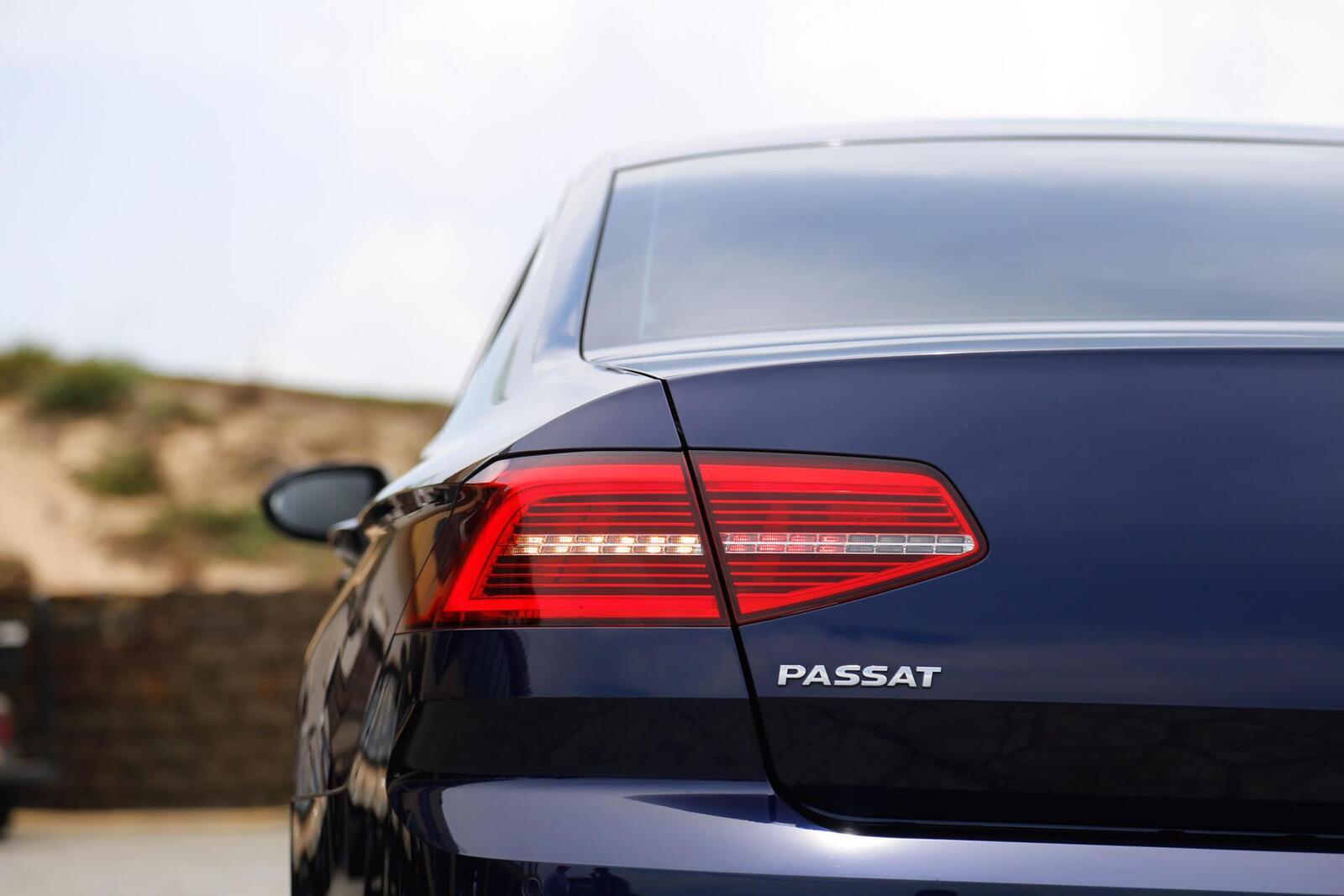 Volkswagen Passat Bluemotion: Lựa chọn xe Đức duy nhất trong phân khúc - Hình 13