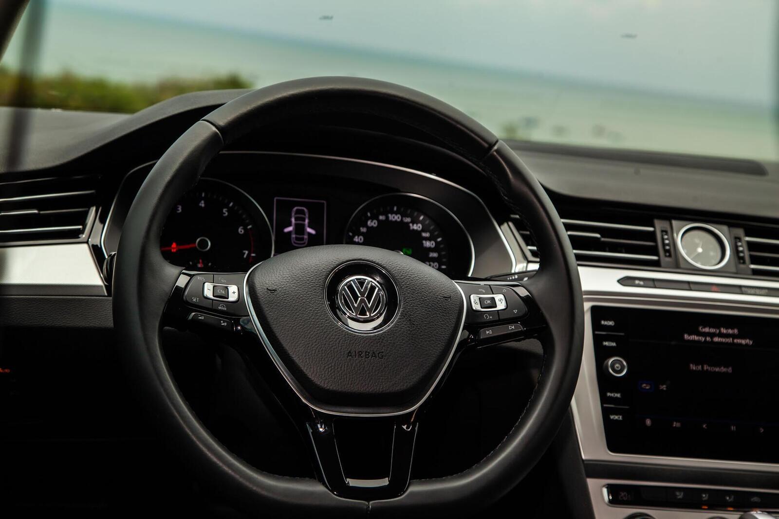 Volkswagen Passat Bluemotion: Lựa chọn xe Đức duy nhất trong phân khúc - Hình 18