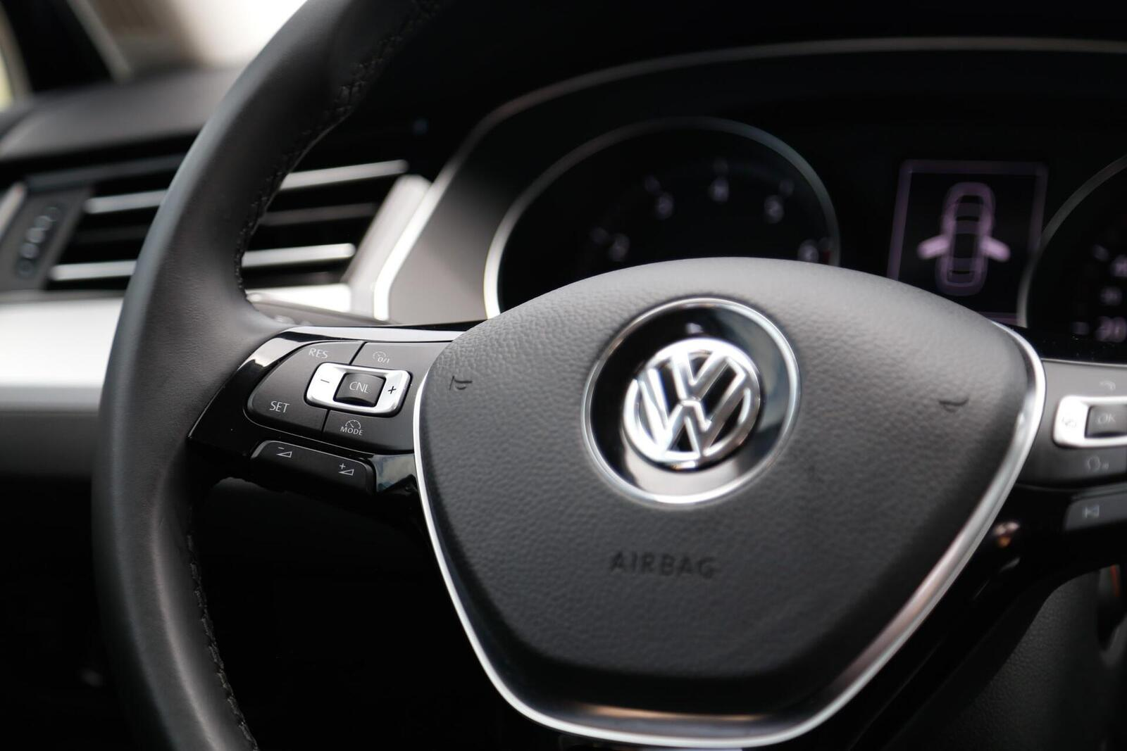 Volkswagen Passat Bluemotion: Lựa chọn xe Đức duy nhất trong phân khúc - Hình 19