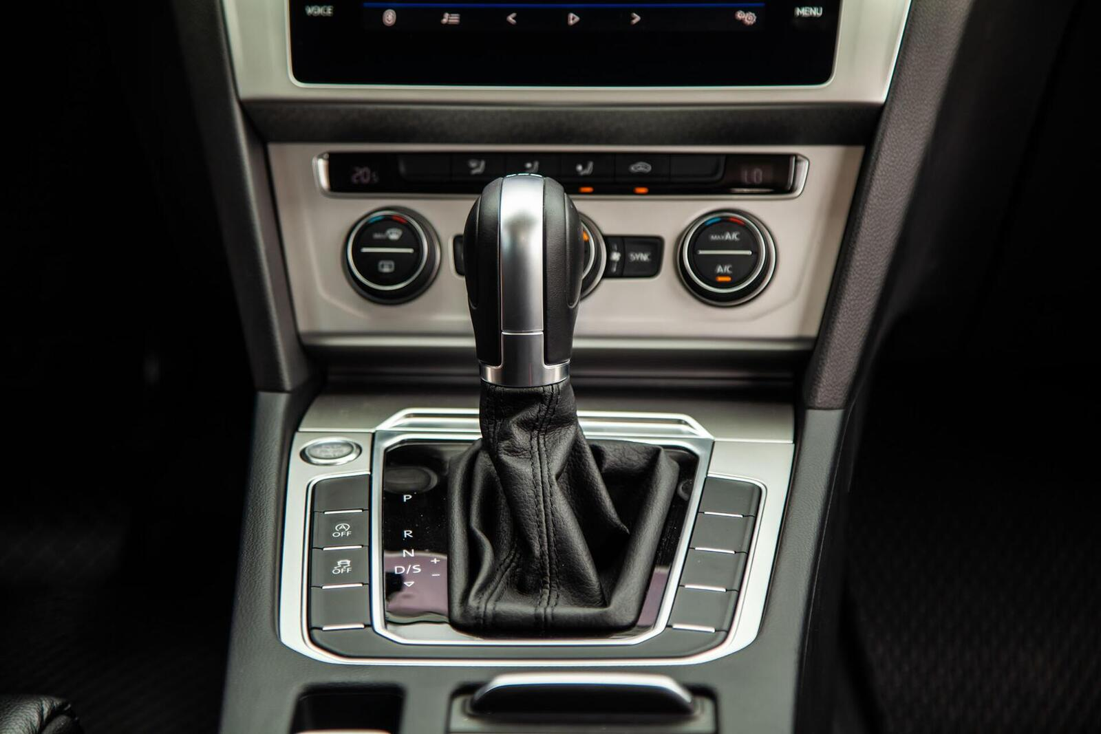 Volkswagen Passat Bluemotion: Lựa chọn xe Đức duy nhất trong phân khúc - Hình 23