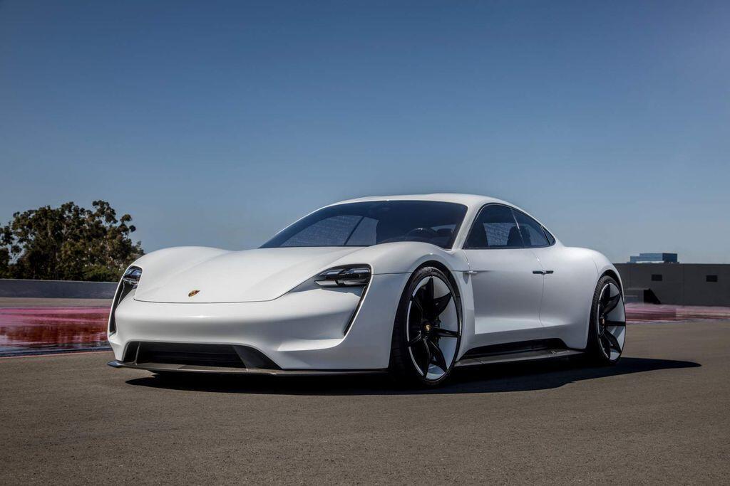 Xe điện Porsche Taycan có 3 biến thể: cơ sở, 4S và Turbo, giá từ 2,1 tỷ VNĐ - Hình 1